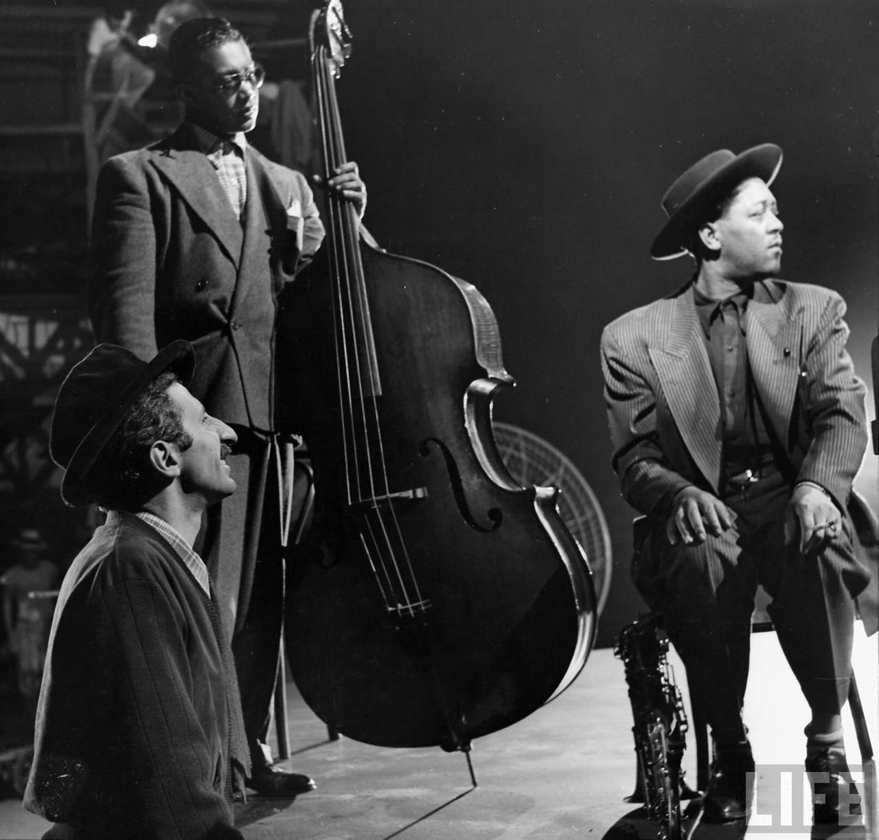 jammintheblues-44-gjon-mili-bassist-red-callender-lester-young-1
